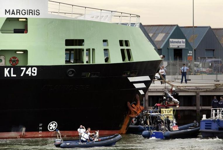 De Nederlandse supertrawler 'Margiris' Beeld Greenpeace