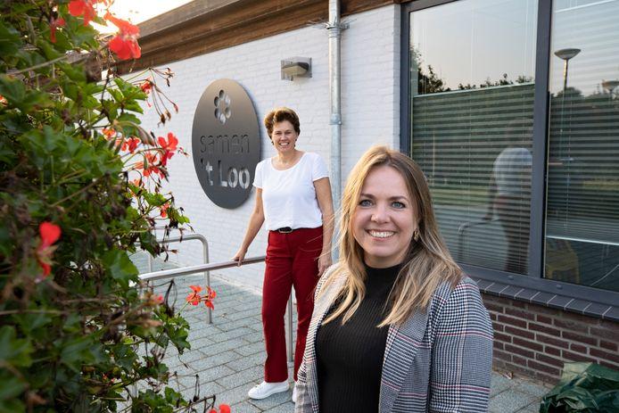 Samen 't Loo-voorzitter Monique Kemner (achteraan) en Sara van Trigt.