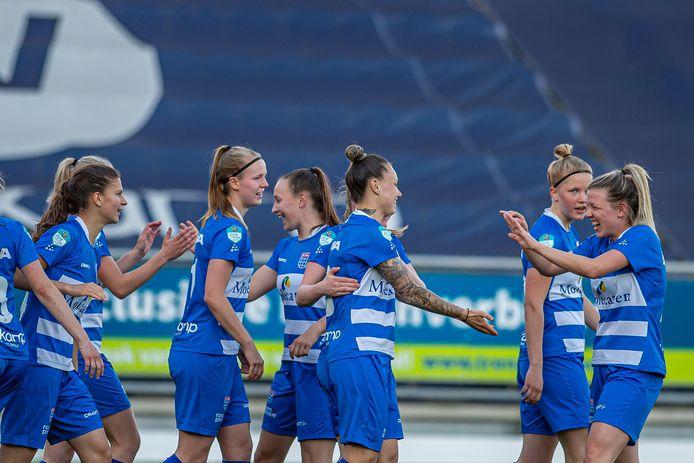 PEC Zwolle Vrouwen had genoeg te vieren in de laatste wedstrijd van het seizoen.