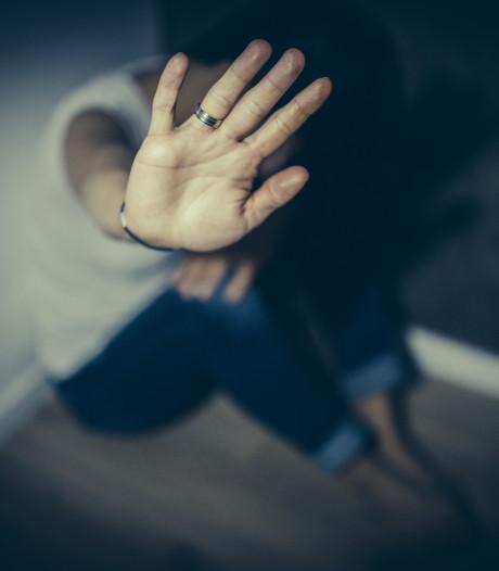 21 jaar cel voor man die zijn vriendin verkrachtte, vernederde en neerstak
