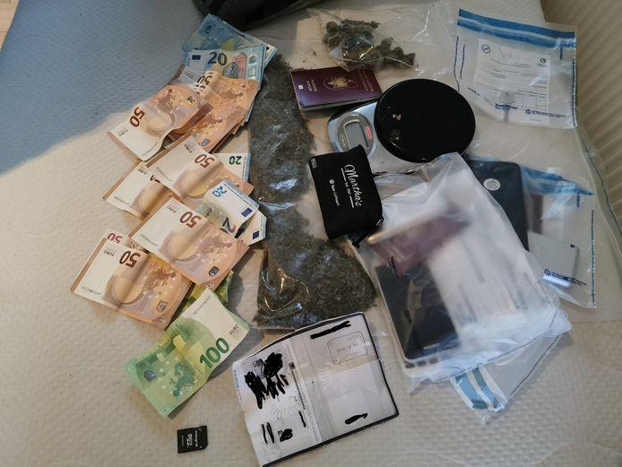 De Rotterdamse VVD wil een verbod in de stad op het bezit van meer dan 2000 euro cash op straat, in de strijd tegen drugscriminelen.
