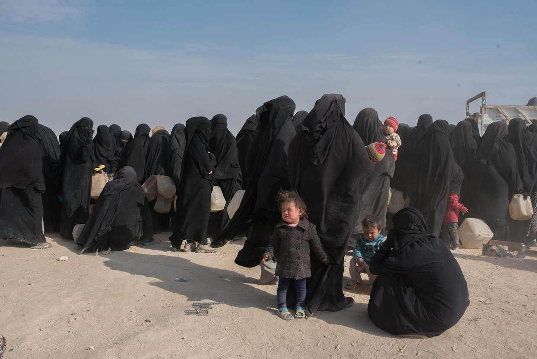 Vrouwen en kinderen in het opvangkamp Al Hol in Syrië, 4 december 2019.  Beeld Vincent Haiges