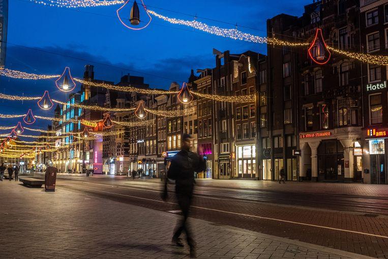 Het centrum van Amsterdam, iets na het ingaan van de avondklok.  Beeld Joris van Gennip