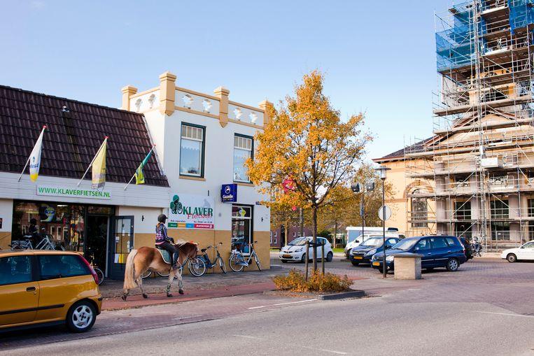 Het dorp Sint Jacobiparochie in Friesland. Beeld