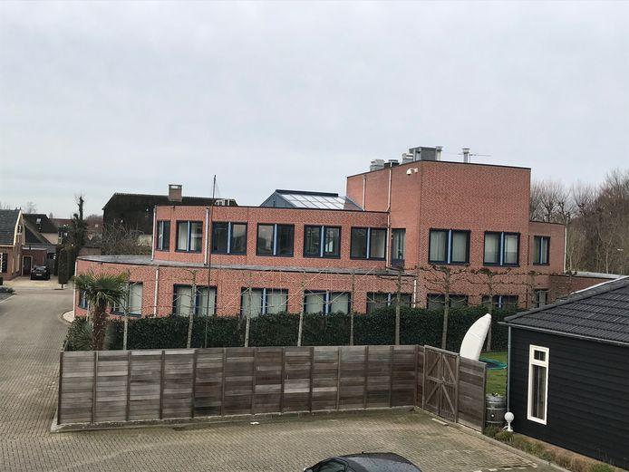 In Aalburgloket, de voormalige Rabobank in Wijk en Aalburg,  komen twaalf appartementen.
