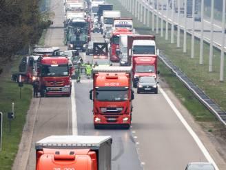 Zwaar ongeval met meerdere auto's veroorzaakt lange file