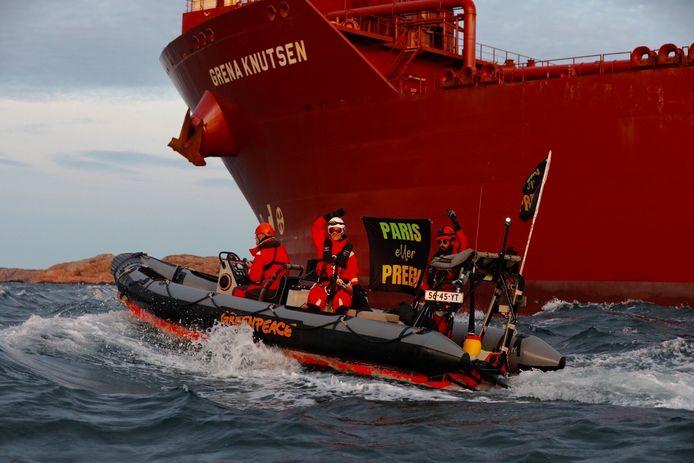 """Volgens Greenpeace Zweden zijn de olie-activiteiten""""een bedreiging vormen voor de gezondheid, het milieu en onze toekomst""""."""