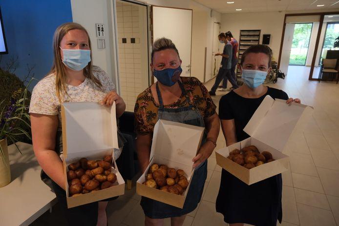 Het personeel en de bewoners van WZC Sint-Antonius in Zaventem werden door de uitbaatster van kermiskraam Boomse Smoutebollen getrakteerd op de lekkernij.