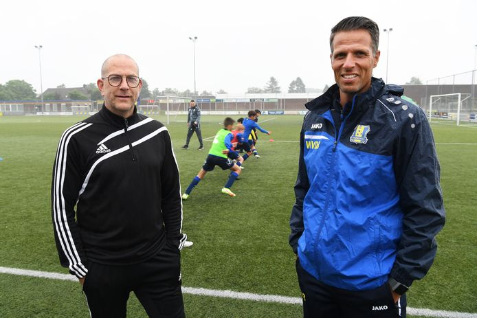 Stef Sijbers en Willem van der Burgt op het terrein van Berghem Sport