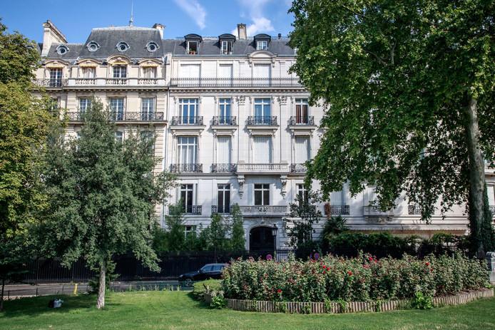 Het gebouw in Parijs waar Jeffrey Epstein 7 appartementen bezat.