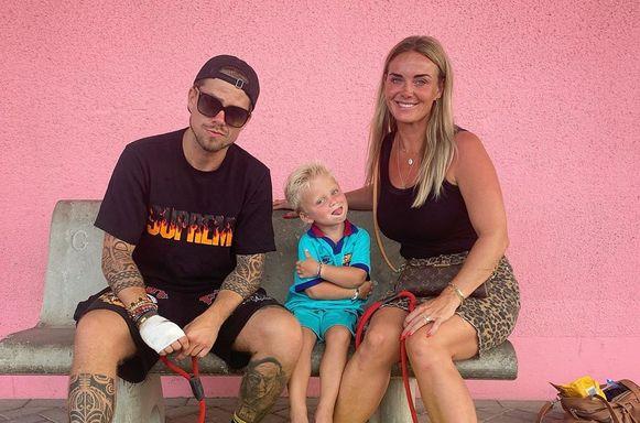 André Hazes en Monique samen met hun zoontje.