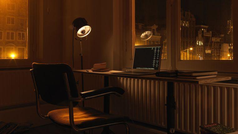 De schrijfkamer van Gustaf Peek. 'Dat dynamische uitzicht heb ik nodig.' Beeld Corné van der Stelt