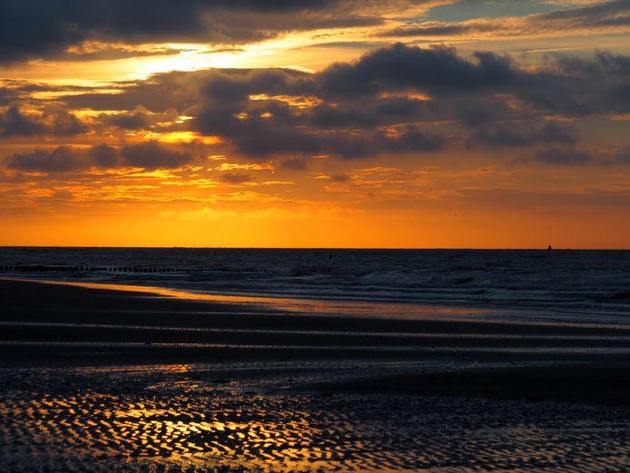 GOUDEN MEDAILLE - De 12-jarige Eline fotografeerde deze zonsondergang na een heerlijke dag in Breskens. Het is een gouden medaille voor de familie. FOTO Eline Bergevoet.