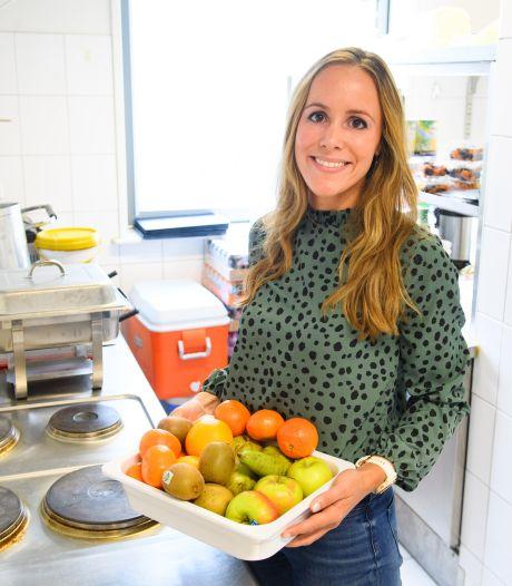 Titia verzorgt voeding voor spelers FC Twente: 'Sommige spelers zeggen: waarom krijg ik zo weinig?'