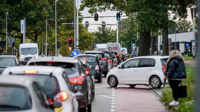 Enschede slibt wéér dicht: 'Rondwegen kunnen grote stroom verkeer niet aan'