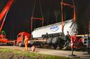 Vrachtwagen rijdt in de berm op N69 bij Eindhoven.