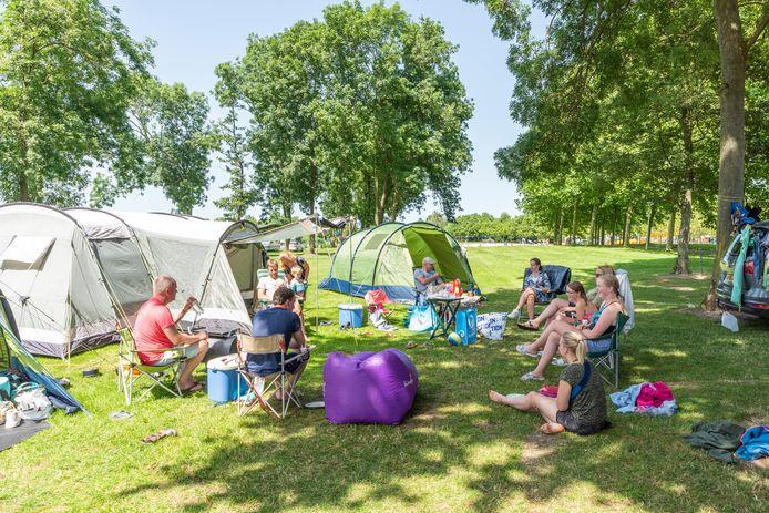 Hank, Moreno Molenaar/Pix4Profs  Geen gedoe met vaccinatiepaspoorten of tests, maar gewoon lekker kamperen in eigen land zoals hier op de Kurenpolder.