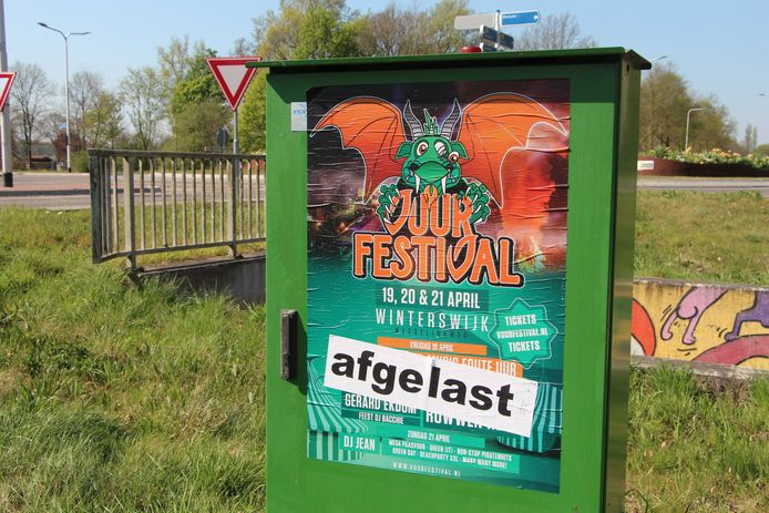 Affiche Vuurfestival met banner 'affgelast'  er overheen geplakt.