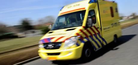 Doorrijder laat fietser gewond achter na aanrijding in Zevenbergen