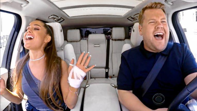 James Corden met Ariana Grande in 'Carpool Karaoke' Beeld YouTube