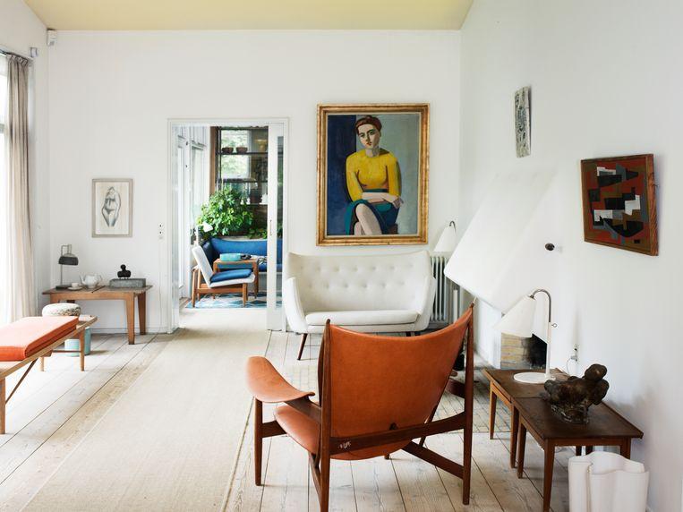 De vrouw op het schilderij boven de witte Poet sofa is Juhls tweede echtgenote Hanne Wilhelm Hansen. Beeld RV