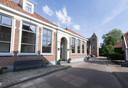 Dit deel van de Lindevoort met links de voormalige school ademt nog de sfeer van de tijd dat de bovenmeester met zijn schoolklas korfbal speelde op straat voor het  schoolgebouw.
