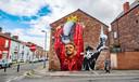 Een prachtige muurschildering van Jordan Henderson. Rechts voormalig captain Alan Hansen.