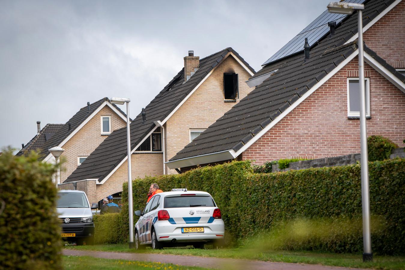 Bij een brand aan het Zwartewaterland in Nieuwleusen is zondag een man van 22 om het leven gekomen.