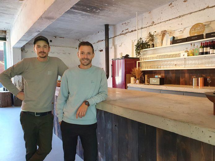 Grillmasters Kevin Kegeleers en Nick Vanhoof kunnen dan eindelijk hun restaurant - of eerder beleefrestaurant - openen op Wortel Kolonie.