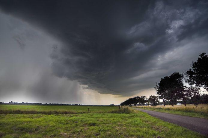 Ook vandaag wordt voor het oosten van het land code geel afgegeven, vanwege kans op onweer.