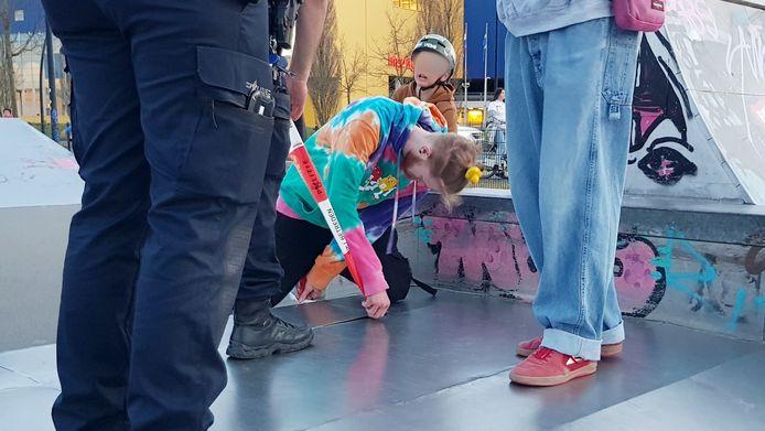 De politie zette het gevaarlijke stuk afgelopen weekend af met opvallend lint.