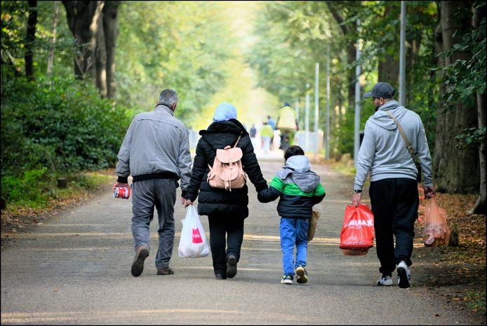 Vluchtelingen arriveren in Nederland.