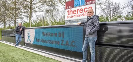 Duurzaam adverteren bij Zwolse voetbalclub ZAC dankzij digitaal reclamebord met zonnepaneel