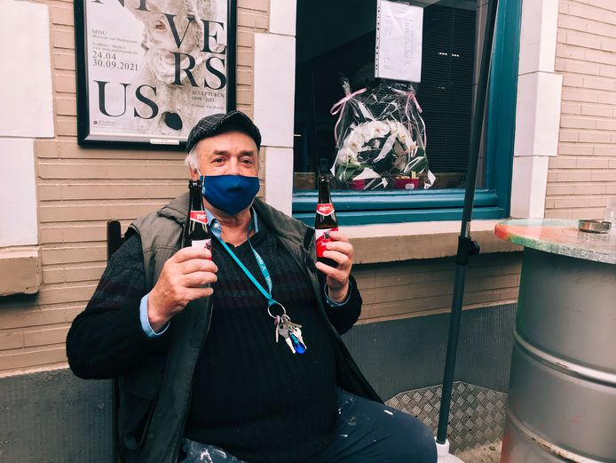 Marc Beeckman op het terras van café Flair.