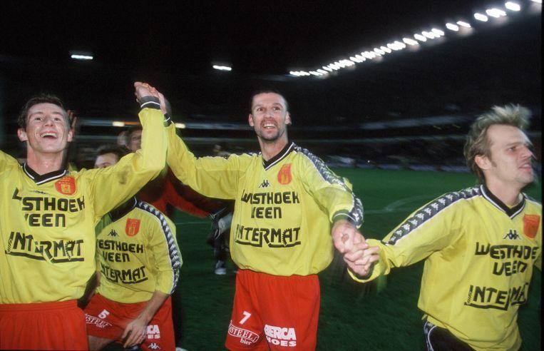 Ingelmunster viert de 1-4-stunt op Anderlecht.