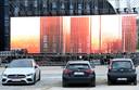 L'écran-LED géant de 24 mètres de long sur 14 mètres de haut atteint 336 m2, ce qui en fait le plus grand d'Europe à ce jour.