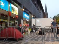 Tentje en liters koffie: vijfentwintig uur in de rij voor opening Tilburgse Dunkin' Donuts