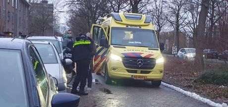 Scooterrijder in Deventer pikt kritiek niet en duwt man genadeloos omver