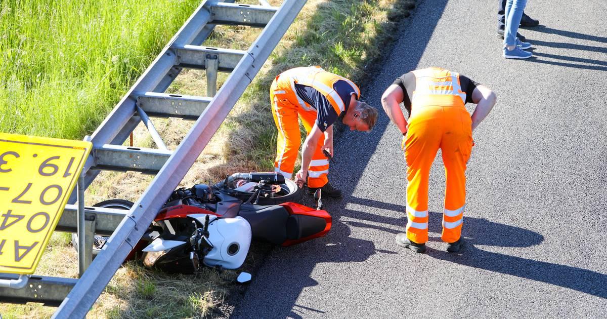 Ongeluk en wegwerk: file op snelweg A50 bij Apeldoorn.
