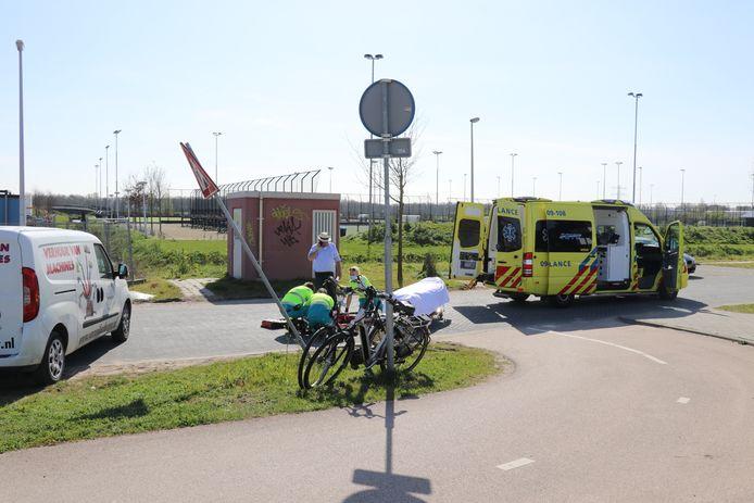 De vrouw is met spoed naar het ziekenhuis vervoerd.