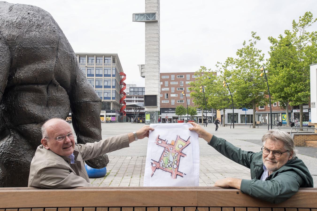 HENGELO - Gijs Eijsink (rechts) en stedenbouwkundige Ton Schaap hebben een plan bedacht voor het marktplein.