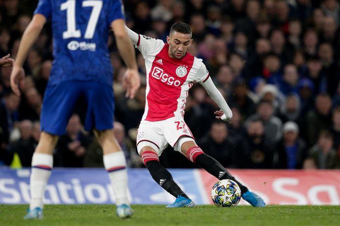 Hakim Ziyech met Ajax in actie tegen zijn nieuwe club Chelsea.