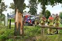 Bliksem slaat in boom in in Moergestel. Scouts stonden in veld vlakbij.
