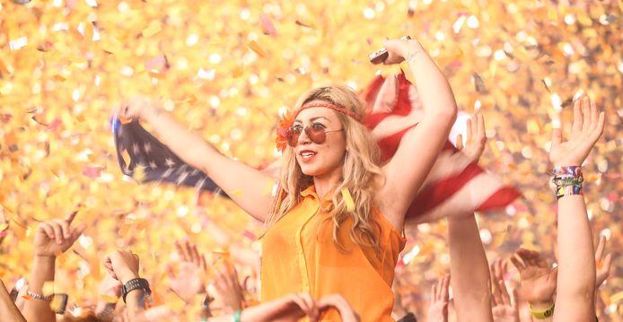 'Het was het einde van het weekend en ik wilde een foto maken van een meisje dat bij iemand op de schouders zat, het liefst met de Amerikaanse vlag in haar handen,' zegt Geerling over deze foto die hij maakte op het festival Ultra.