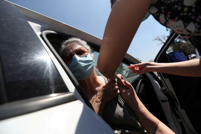Het doel is om eind juni groepsimmuniteit te bereiken door 15 miljoen van de 19 miljoen Chilenen gevaccineerd te hebben. Beeld REUTERS