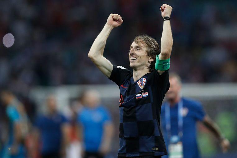 De captain van Kroatië viert na de gewonnen strafschopreeks tegen Rusland in de kwartfinale. Vanavond wacht Engeland. Beeld AFP