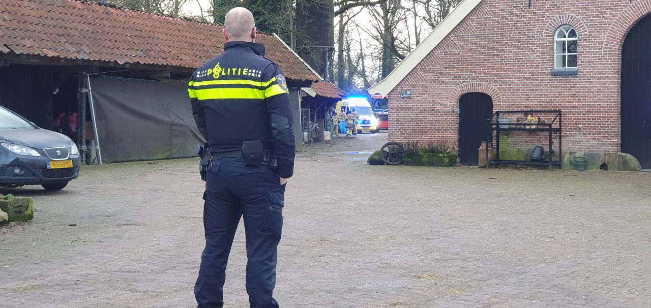 De hulpdiensten zijn massaal uitgerukt voor een incident aan de Nijhuisbinnenweg in Hengelo
