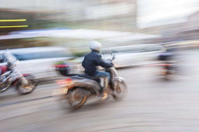 De overvallers gingen er op een scooter vandoor.