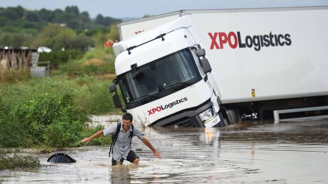 Hevige onweersbuien zetten snelweg onder water in Zuid-Frankrijk