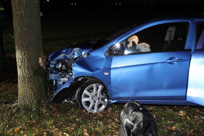 De auto raakte aan de voorkant zwaar beschadigd.